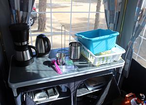 Le matériel de cuisine, le gaz et le réfrigérateur sont tous prévus